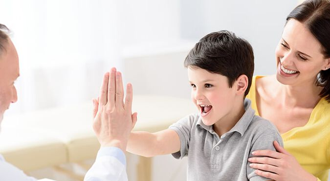 Visita de niño a su pediatra